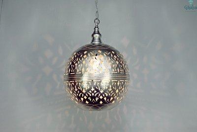 Amira lamp oosterse hanglamp Ghalia aan met licht iets zachter