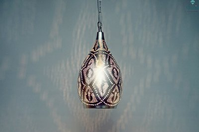 Oosterse hanglamp medina L Ghalia  aan licht